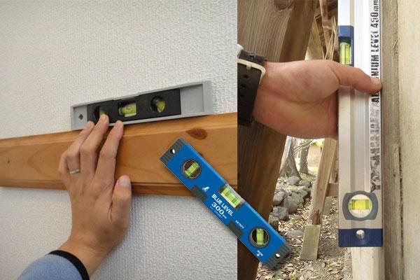 水平器で柱や梁の垂直・水平を測定